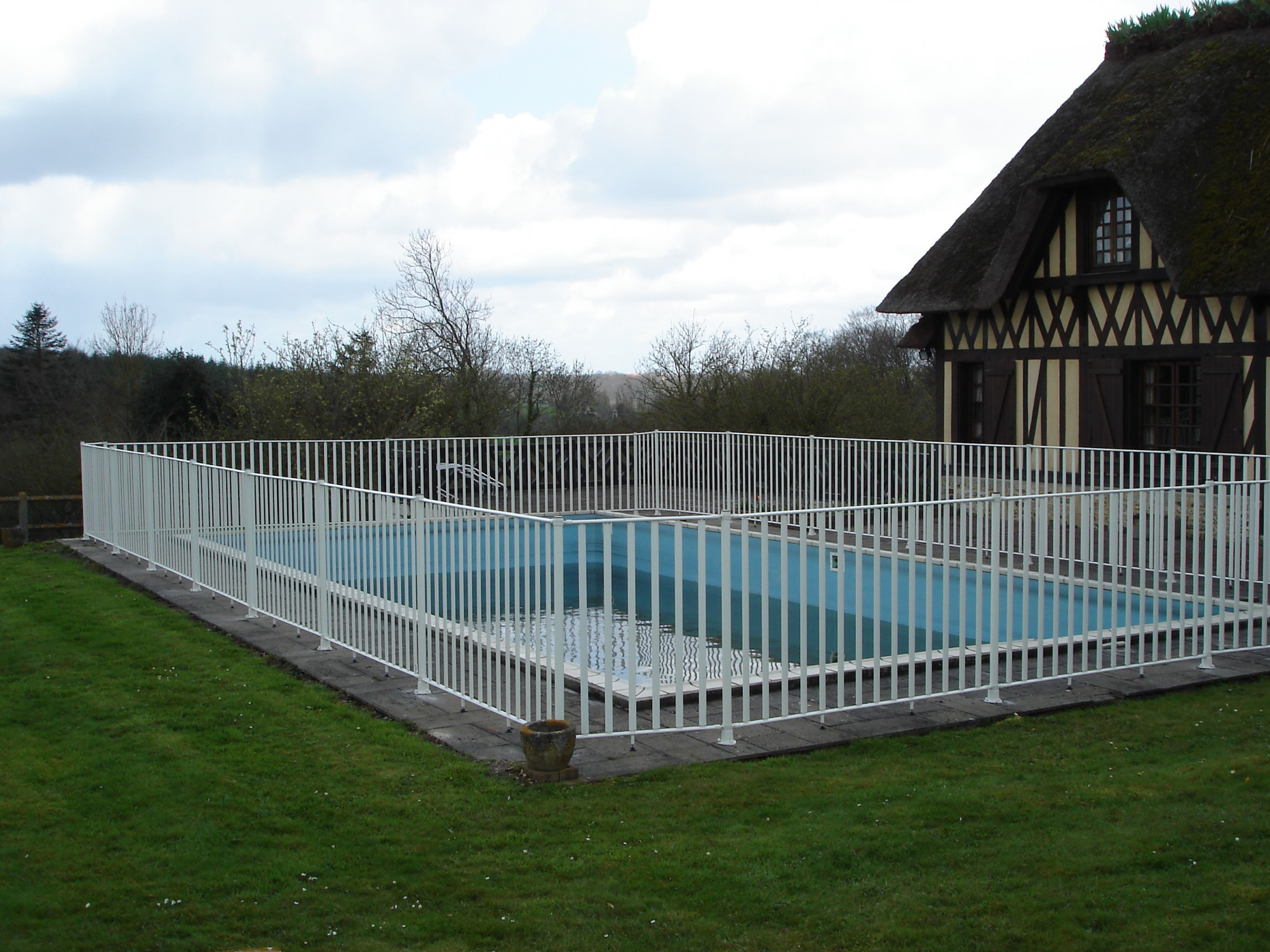 Beautiful cloture de jardin reglementation ideas for Cloture aluminium pour piscine